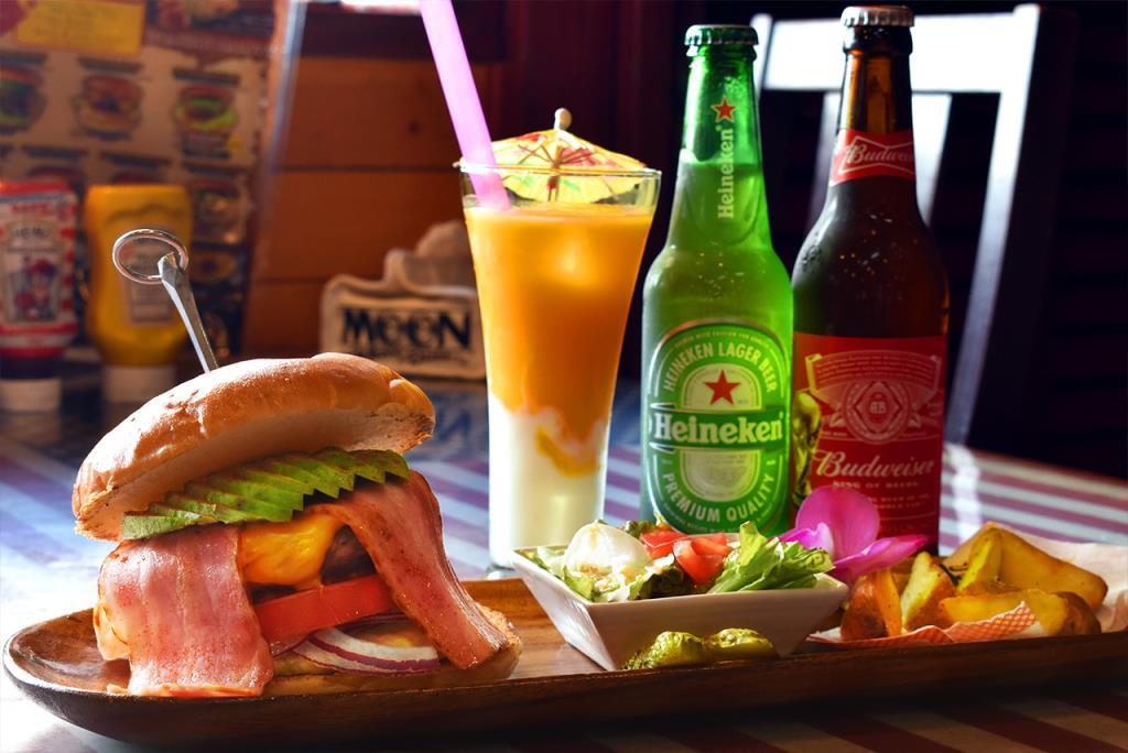 American Diner OLD HANGAR 昭和町 グルメ 1
