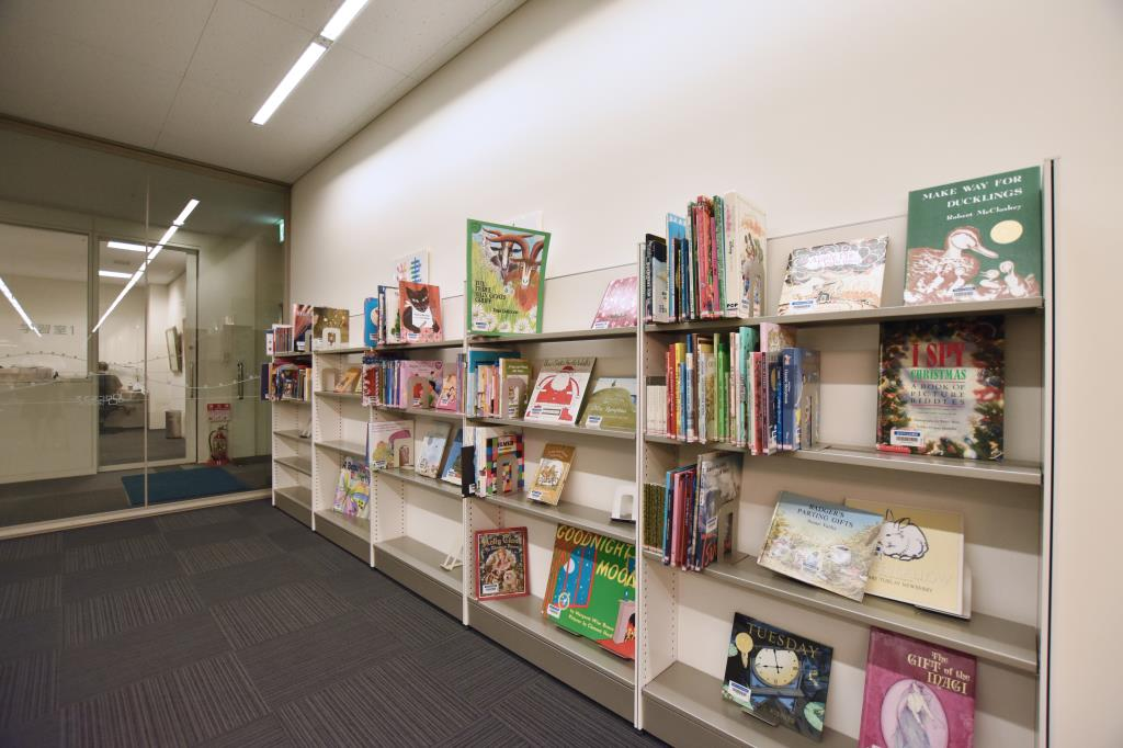 韮崎市立大村記念図書館