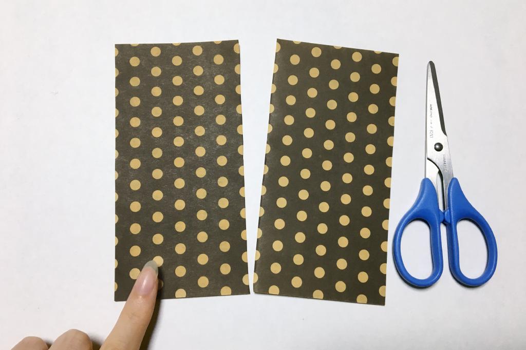 半分に切った折り紙を使用。