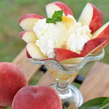 グリーンテーブルカフェの桃パフェ