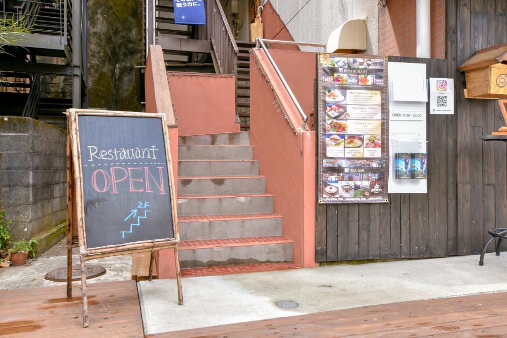 PEACE河口湖2F SUSERI/BAR THINK 富士河口湖町 グルメ 洋食 5