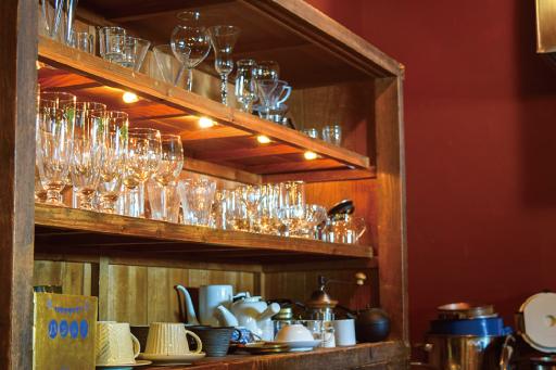 ハシドイの食器棚