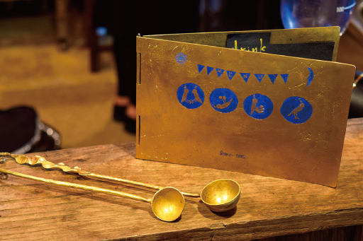 ハシドイの真鍮のメニューとコーヒースプーン