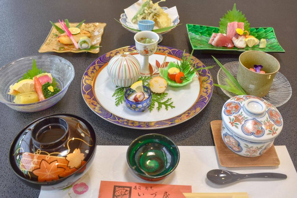 寿司・割烹 いづ屋 山梨市 グルメ 和食 1