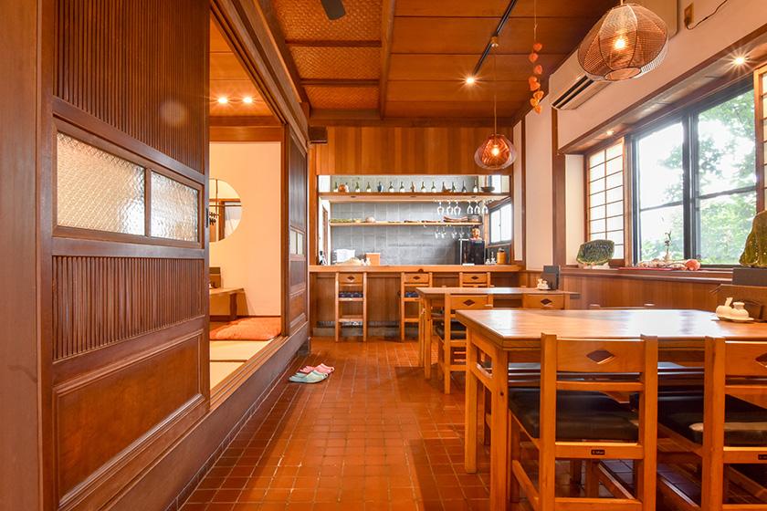 和食・おすし若の店内1