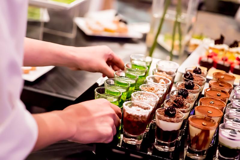 ビジネス関係の立食パーティーのマナー1
