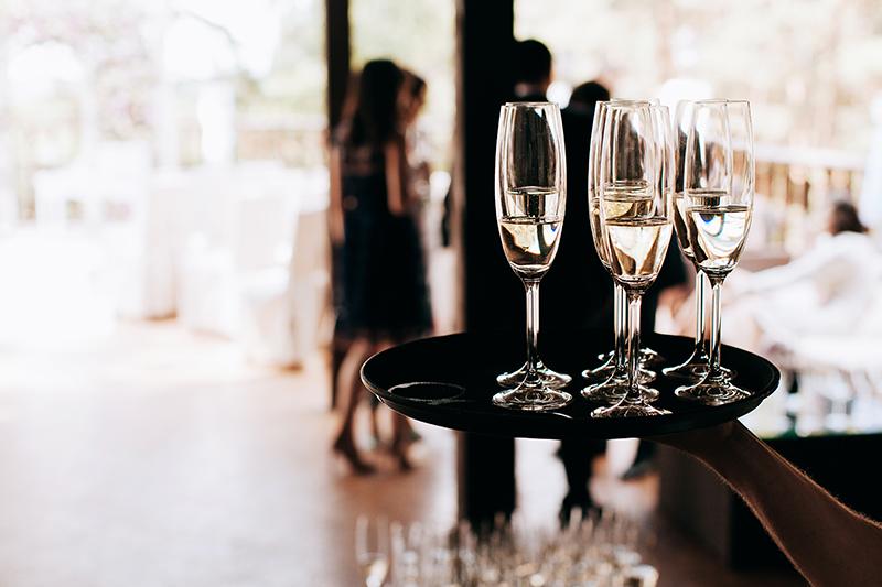 ビジネス関係の立食パーティーのマナー3