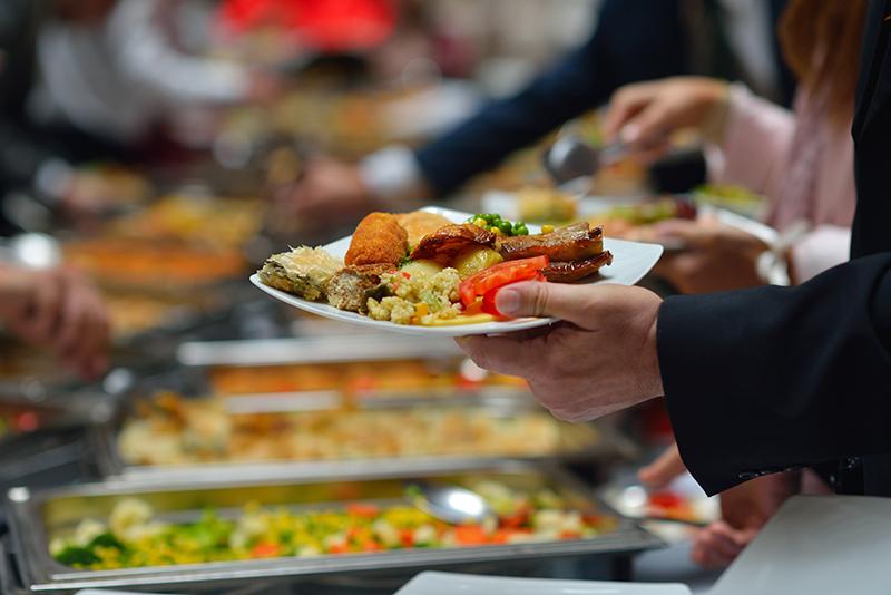 ビジネス関係の立食パーティーのマナー4