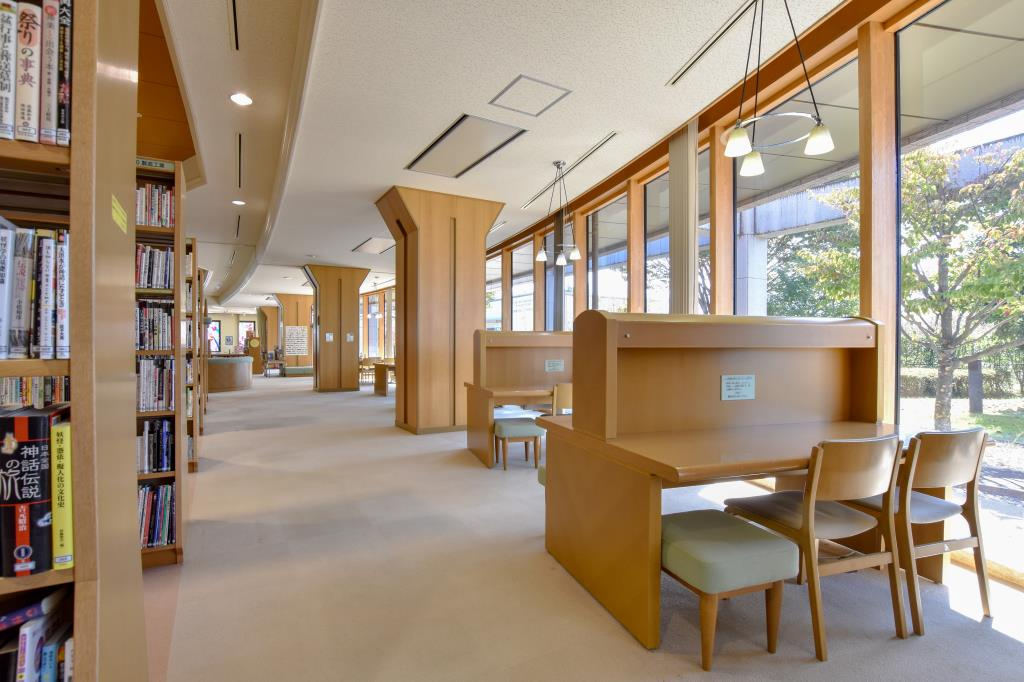 中央市立玉穂生涯学習館 中央市 図書館 多目的 ホール 2