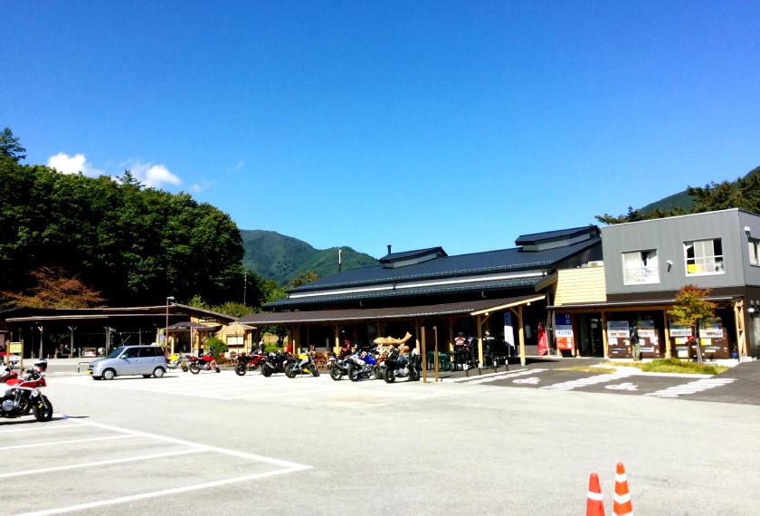 道の駅こすげの外観