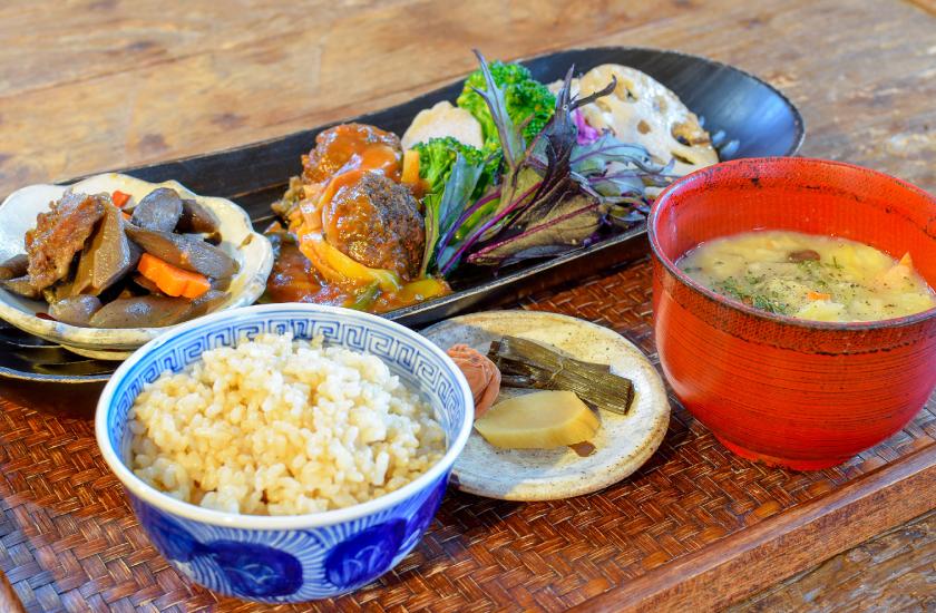 日替わり玄米定食の写真