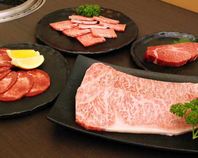 お肉料理 佐渡屋の写真
