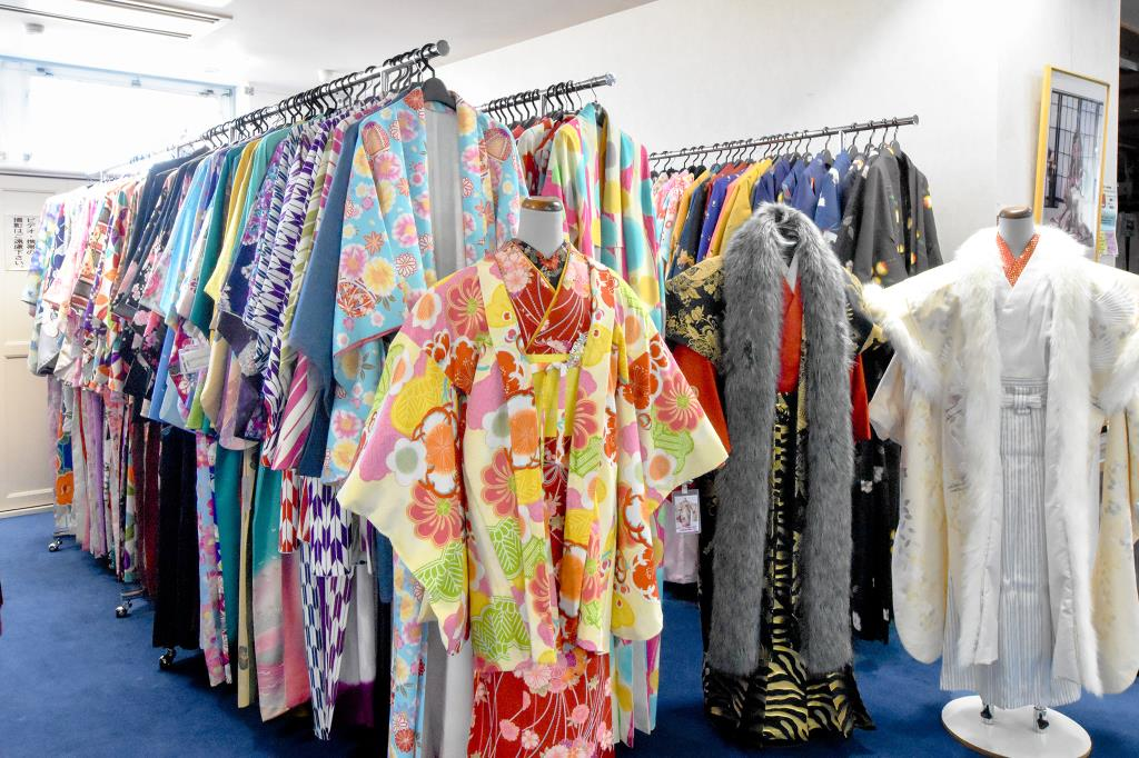 レンタル衣裳 フォトスタジオ 美容室 夢の都 富士河口湖町 ブライダル 成人式 3