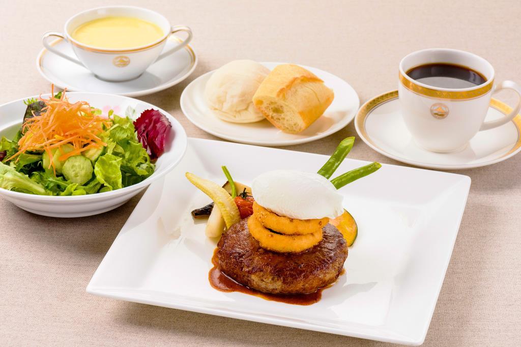 ガーデンラウンジ ラベニュー 富士河口湖町 ホテル 洋食 カフェ 1