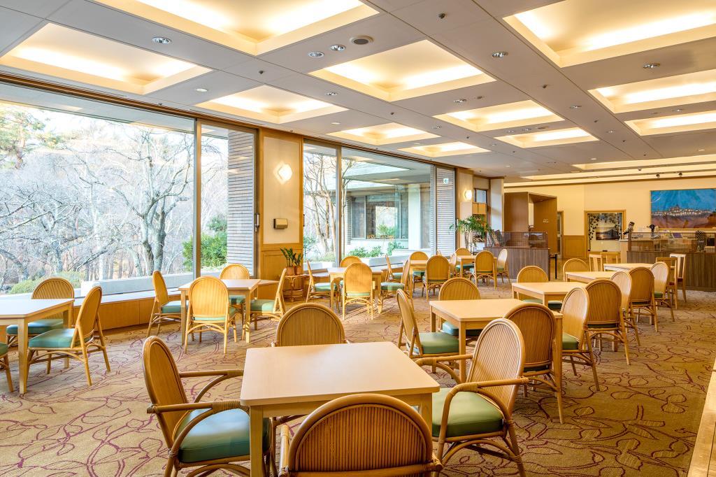 ガーデンラウンジ ラベニュー 富士河口湖町 ホテル 洋食 カフェ 3