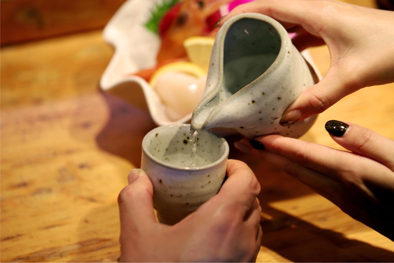 若鮨のカウンターと料理