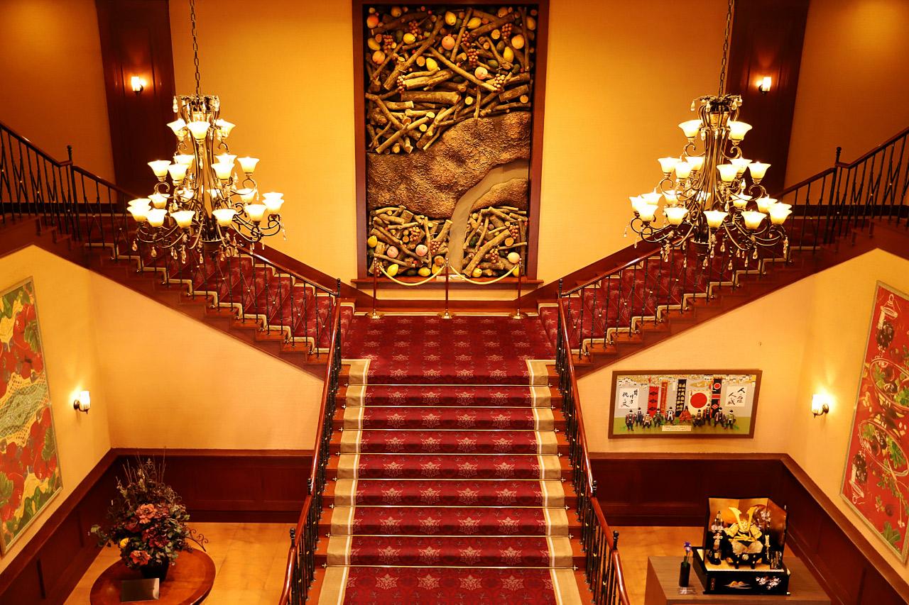 フルーツパーク富士屋ホテルの階段
