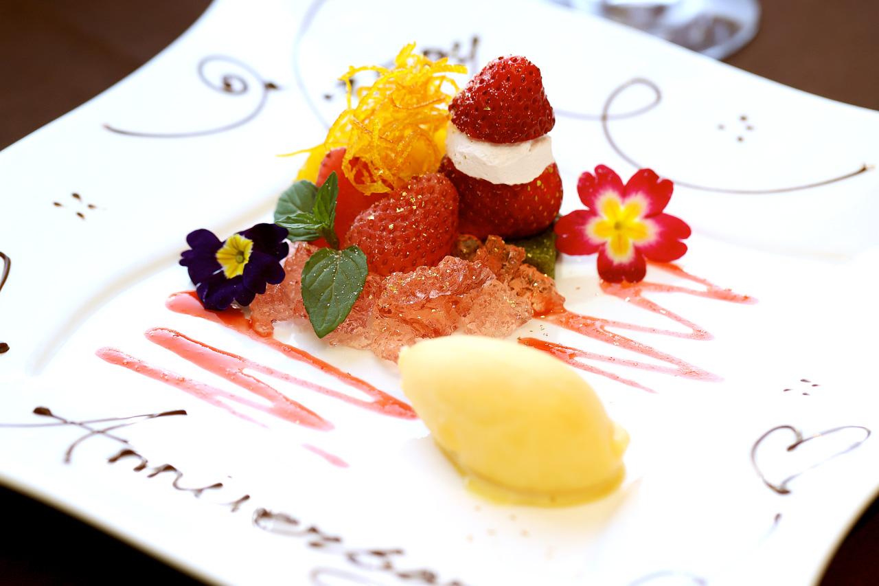苺とオレンジのコンポートと抹茶のブラウニー