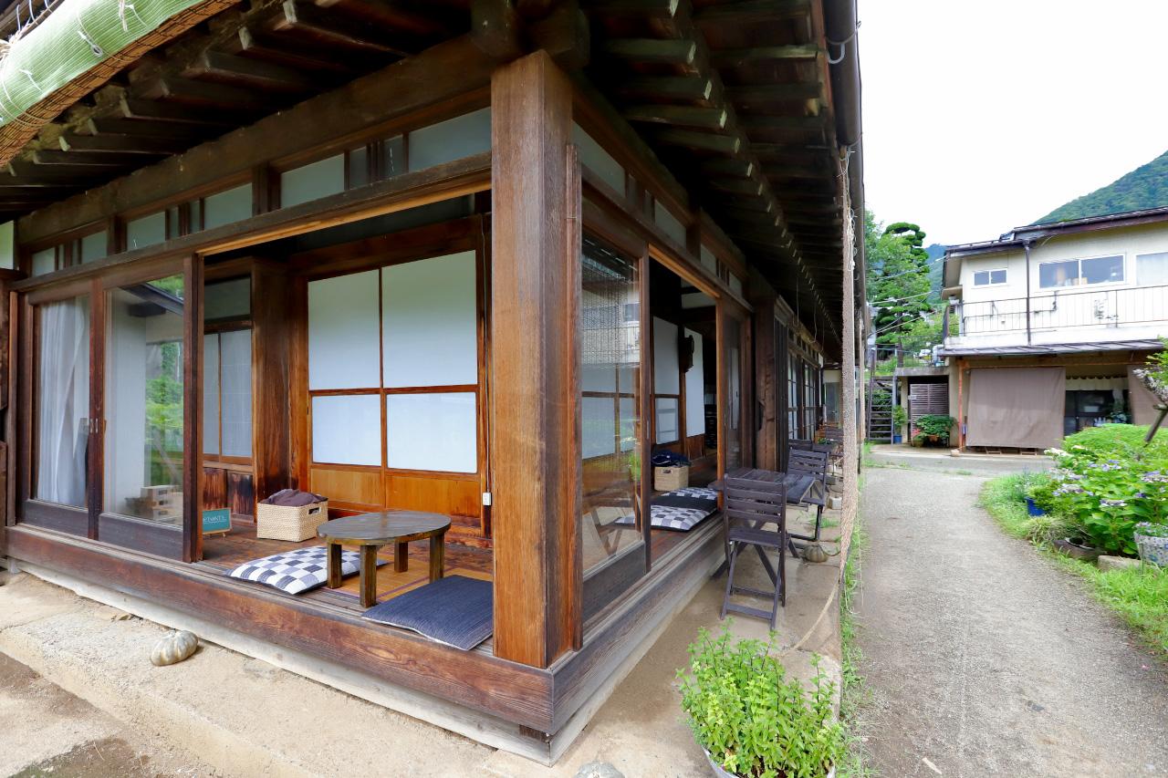 Katsunuma縁側茶房のカフェスペース