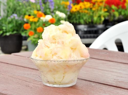 土方洋蘭 いちごカフェ 桃果肉氷