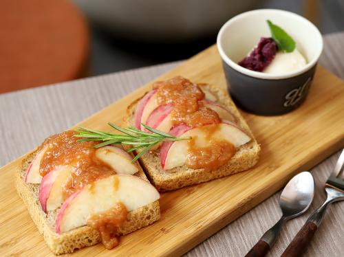 桃農家café ラ・ペスカ ピーチトースト