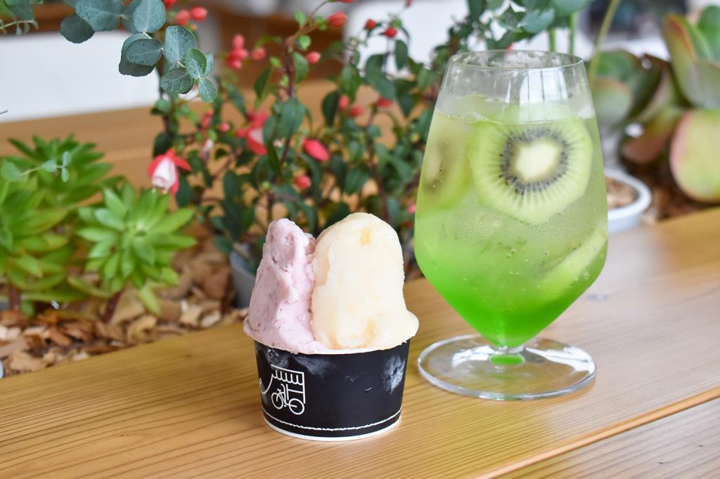ドッググッズ&カフェ NATURALLY 甲府 アパレル・小物・雑貨・飲み物