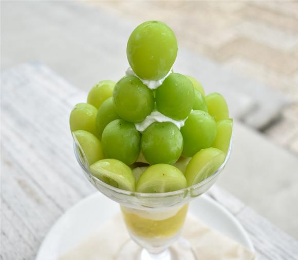 葡萄屋kofuハナテラスカフェの季節のフルーツパフェ