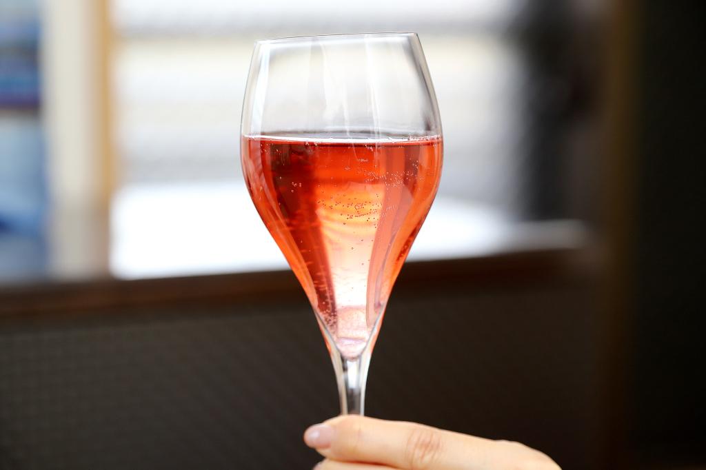 ドメーヌヒデのワイン シロシロピンク1