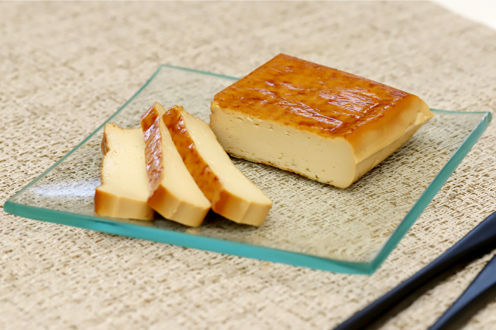 河口湖チーズ工房の豆腐の燻製1