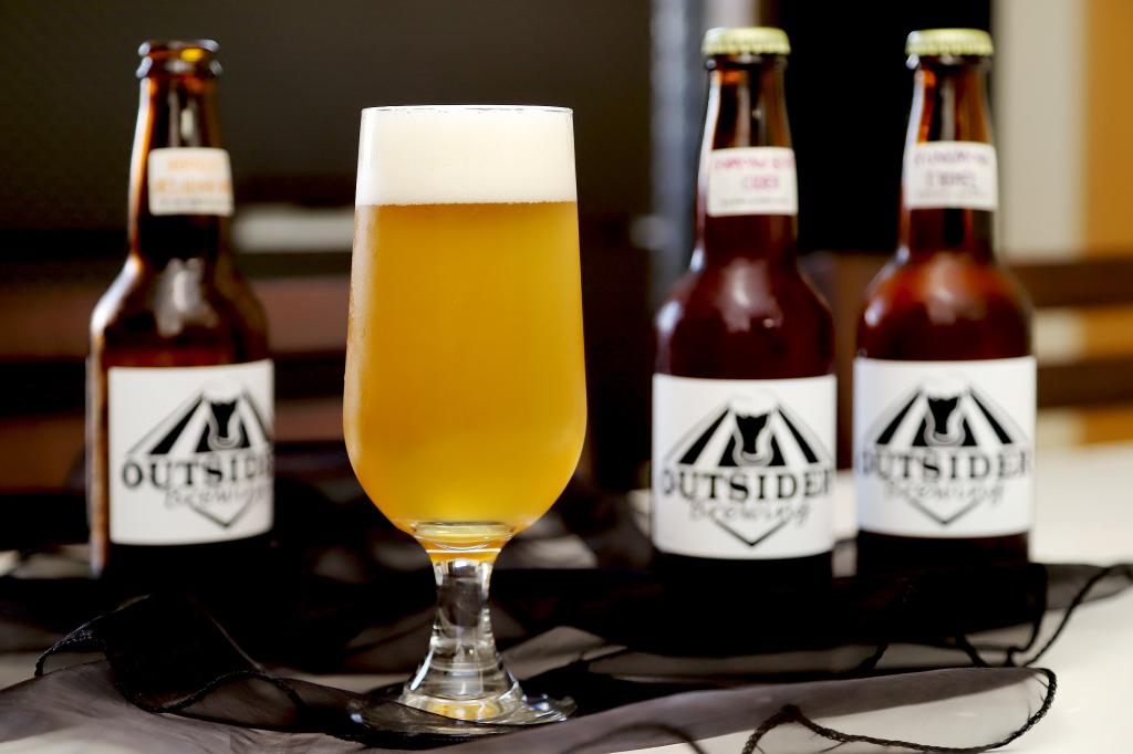 アウトサイダーブルーイングのクラフトビール ブーケ ベルジャンウィット1