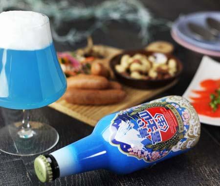 富士山を再現した青いビール「青い富士山〈生〉」