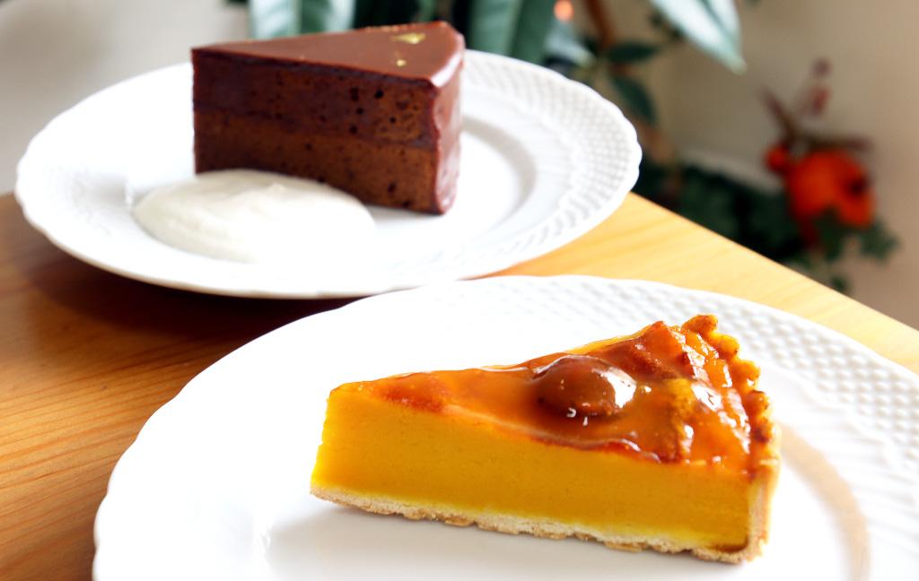 ケーキのジョージワシントン河口湖店のケーキ「パンプキンタルト」「ザッハトルテ」