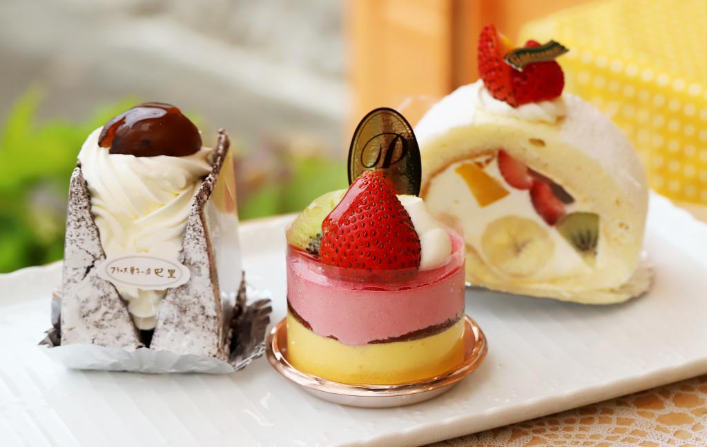 フランス菓子の店 巴里のケーキ「クラシカルショコラ」「シフォンロール」「フランボワーズ」