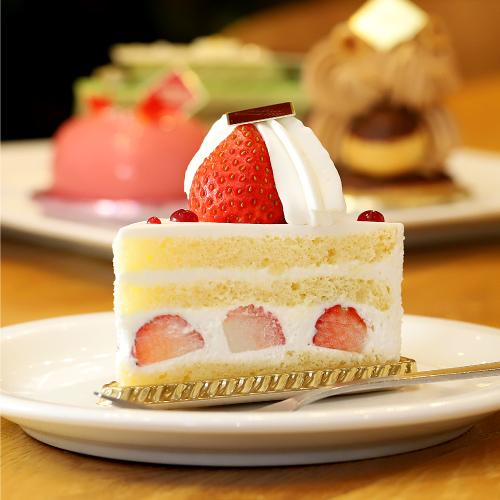 「ITALIAN&BAKERY MACARONI CLUB(マカロニクラブ) ハイランドリゾート ホテル&スパ内」のケーキをみる