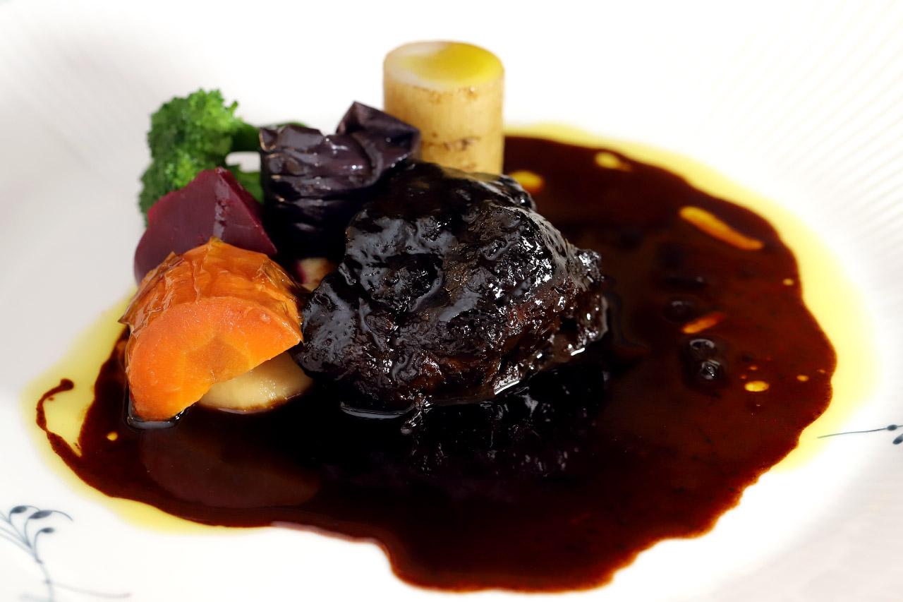 LE PIONNIERレストラン ル・ピオニエのメイン料理