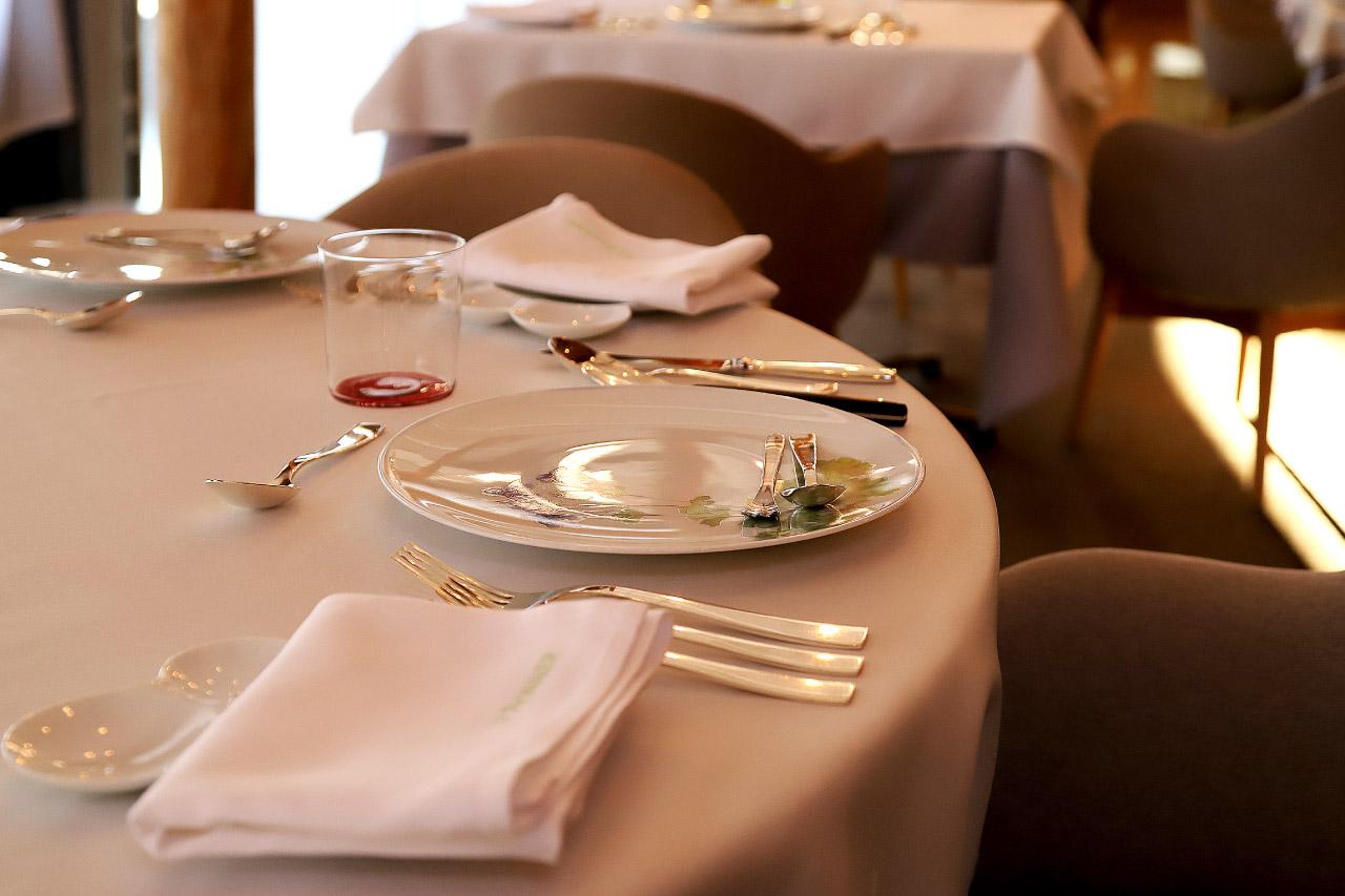 LE PIONNIERレストラン ル・ピオニエの店内
