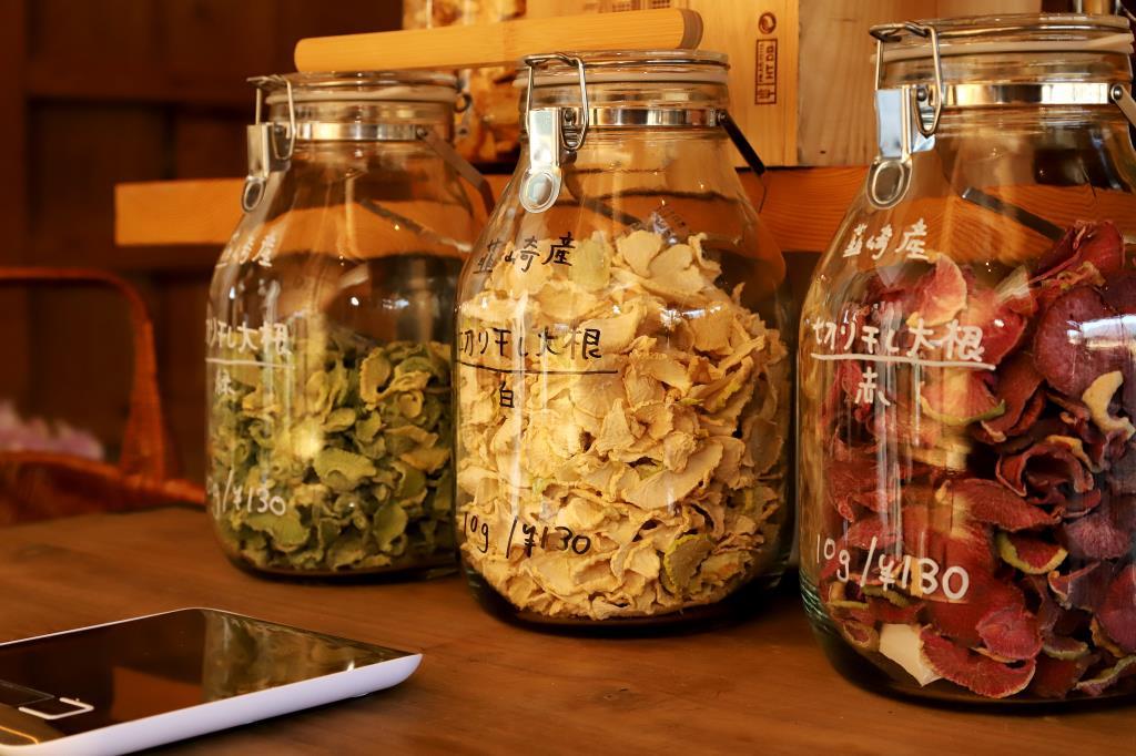 「仲沢商店」韮崎にオープン 地球に優しいバルクショップ