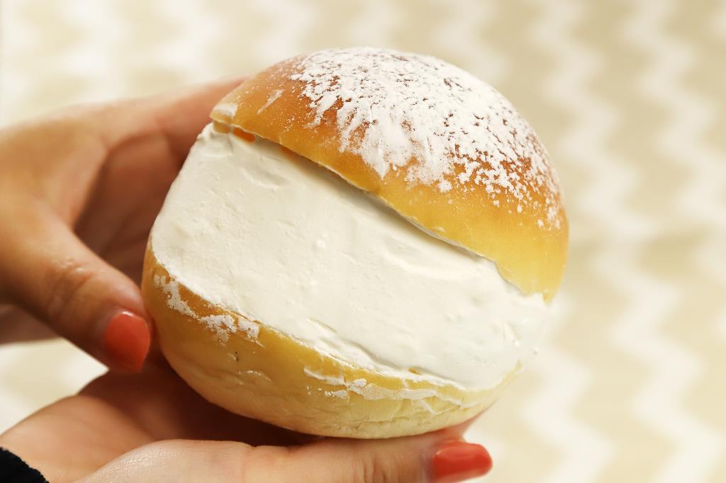 丸十パン 本店 マリトッツォ