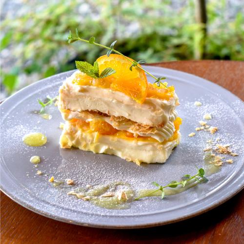 「cafe troisième marché(カフェトロワズィエムマルシェ)」のケーキをみる