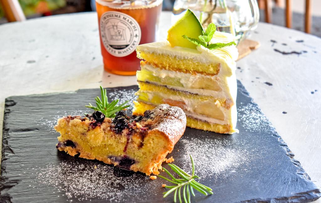Cafe Troisieme Marche(カフェトロワズィエムマルシェ)のスイーツ「焼き菓子」「季節の生ケーキ」