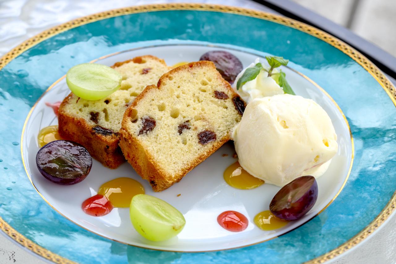 ぶどうのパウンドケーキ バニラアイス添え