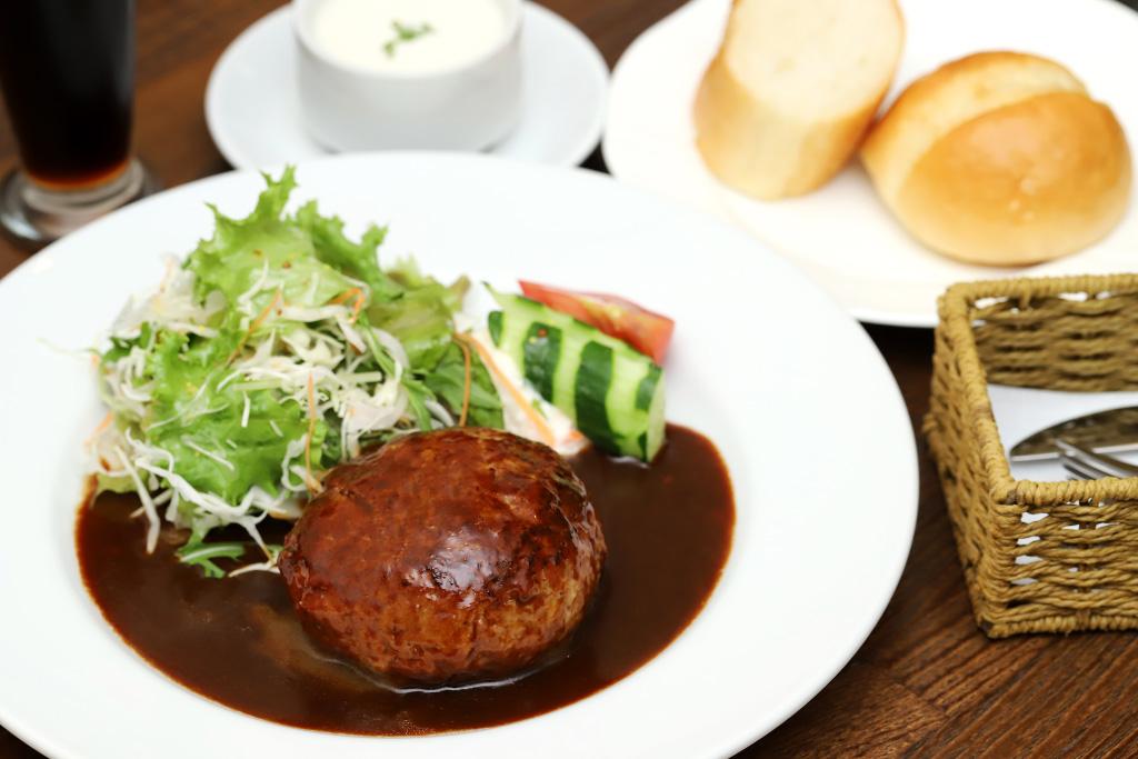 ポーズ カフェレストランNANBA(ナンバ)のハンバーグ