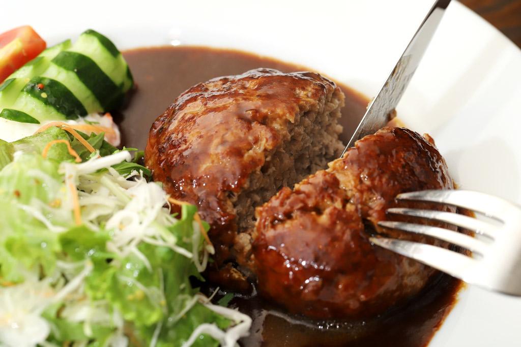 ポーズ カフェレストランNANBA(ナンバ)のハンバーグ3