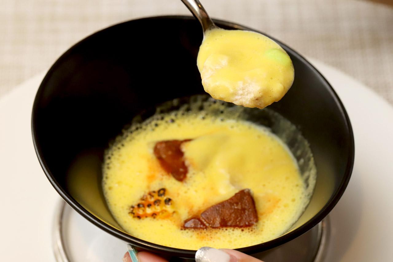 レストラン ラクールのフォアグラのフラン とうもろこしのスープ2